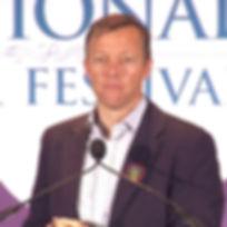 Matthew_Desmond_at_2017_National_Book_Fe
