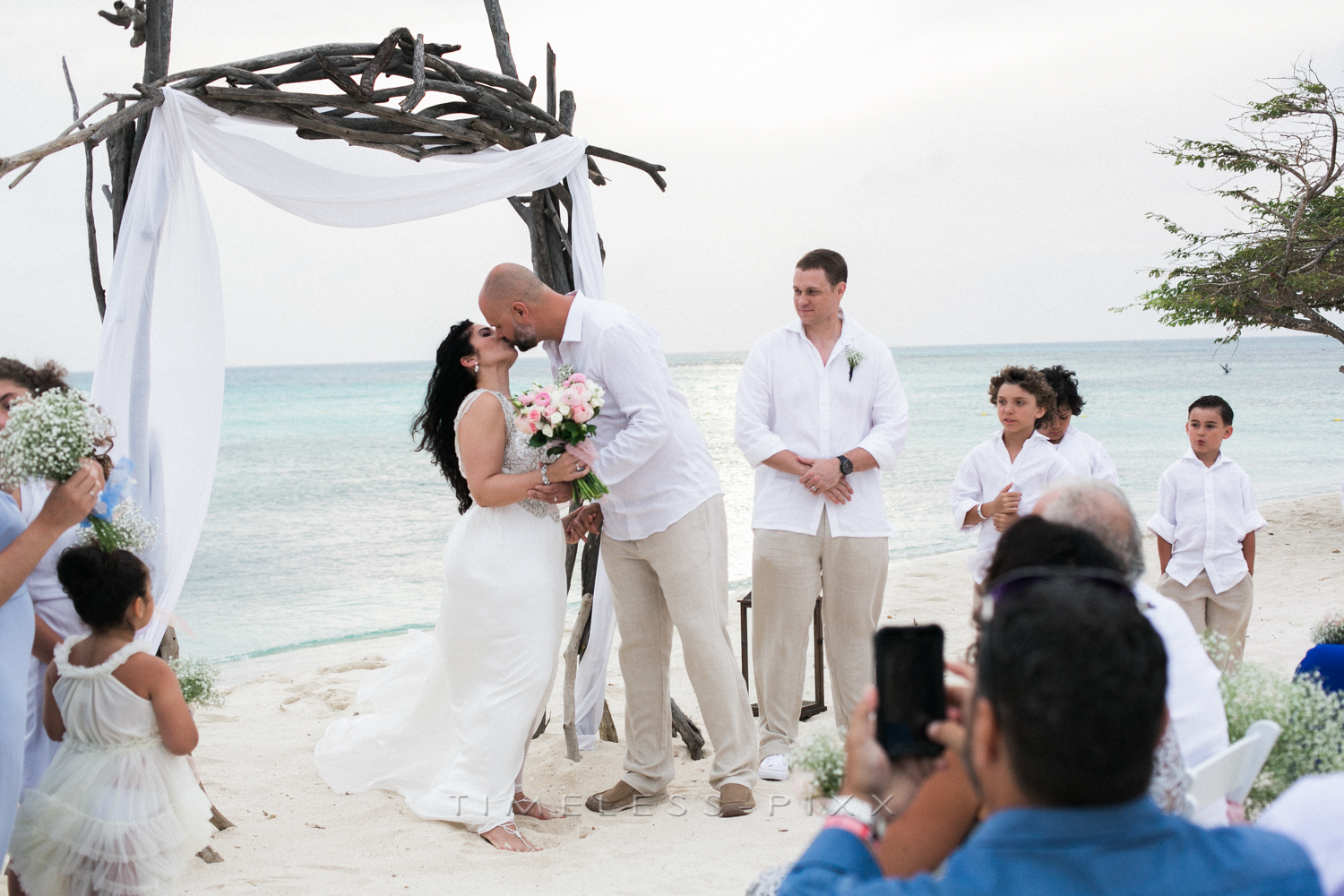 Kiss the bride Aruba