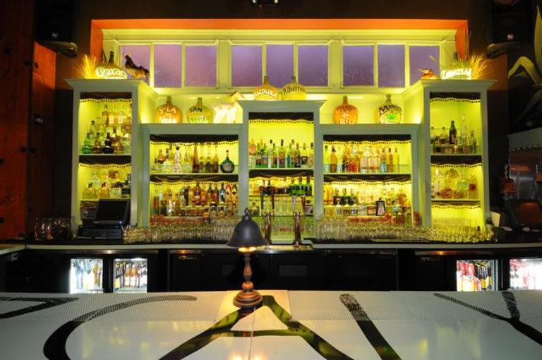 Bar at las perlas.
