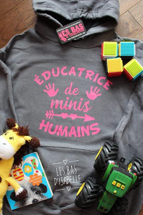 ÉDUCATRICE DE MINIS HUMAINS