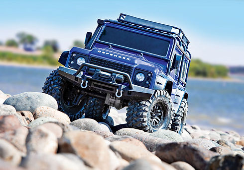 82056-4-Defender-Blue-front-lake.jpg