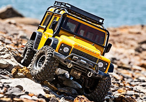 82056-4-Defender-YELLOW-Action-beach-Fro