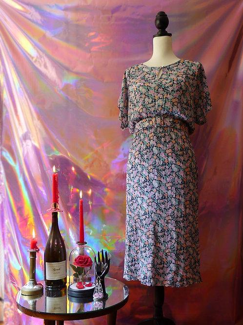 Robe à fleurs vintage plissée