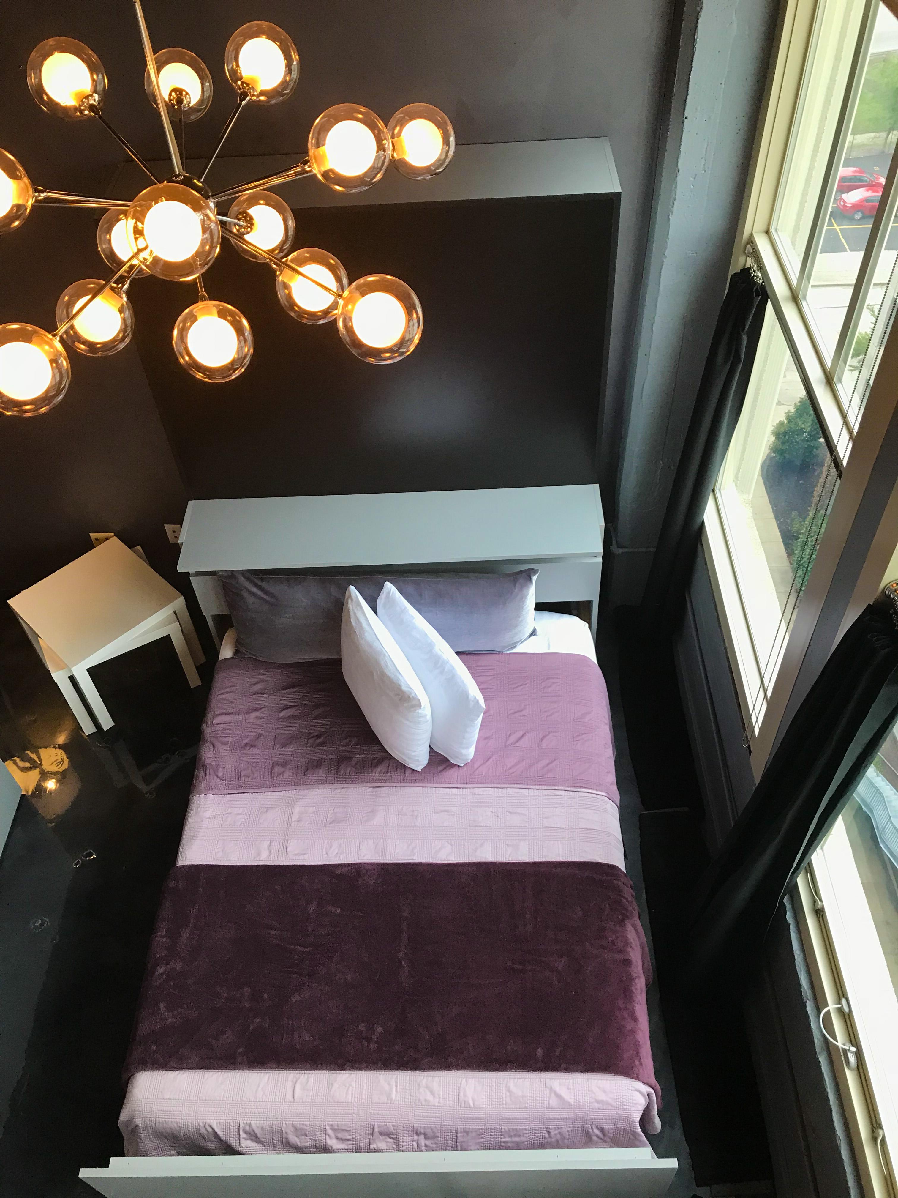 Loft Reverie Hotel 803 - Birdseye View + Zbed + Bedding + Sleeping