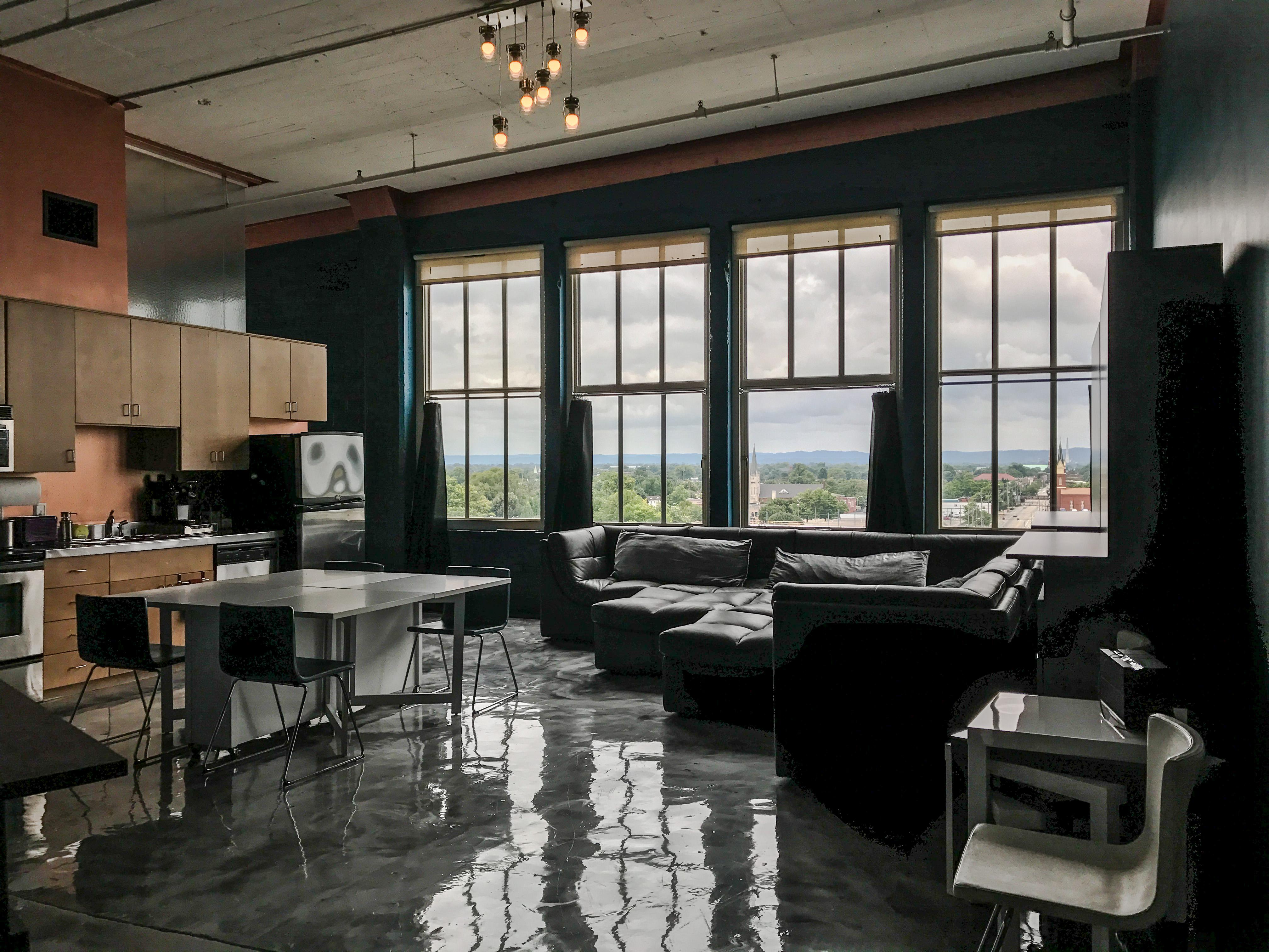 Loft Reverie Hotel 806 - Floyds Knob Hills + Downtown Louisville Views + Airy Open Floorplan