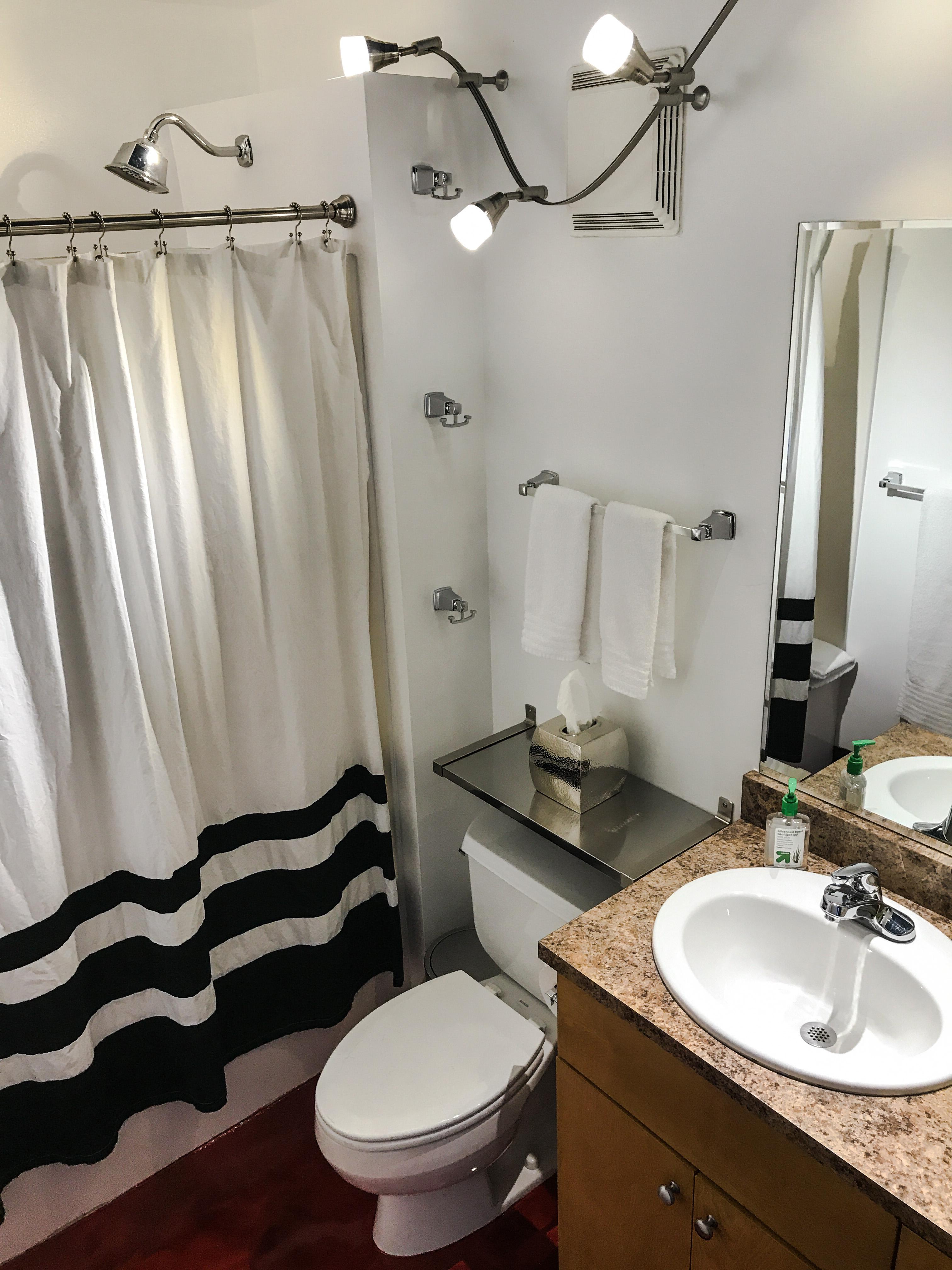 Loft Reverie Hotel 809 - Bathroom + Amenities  + Shower + Tissue + Towels