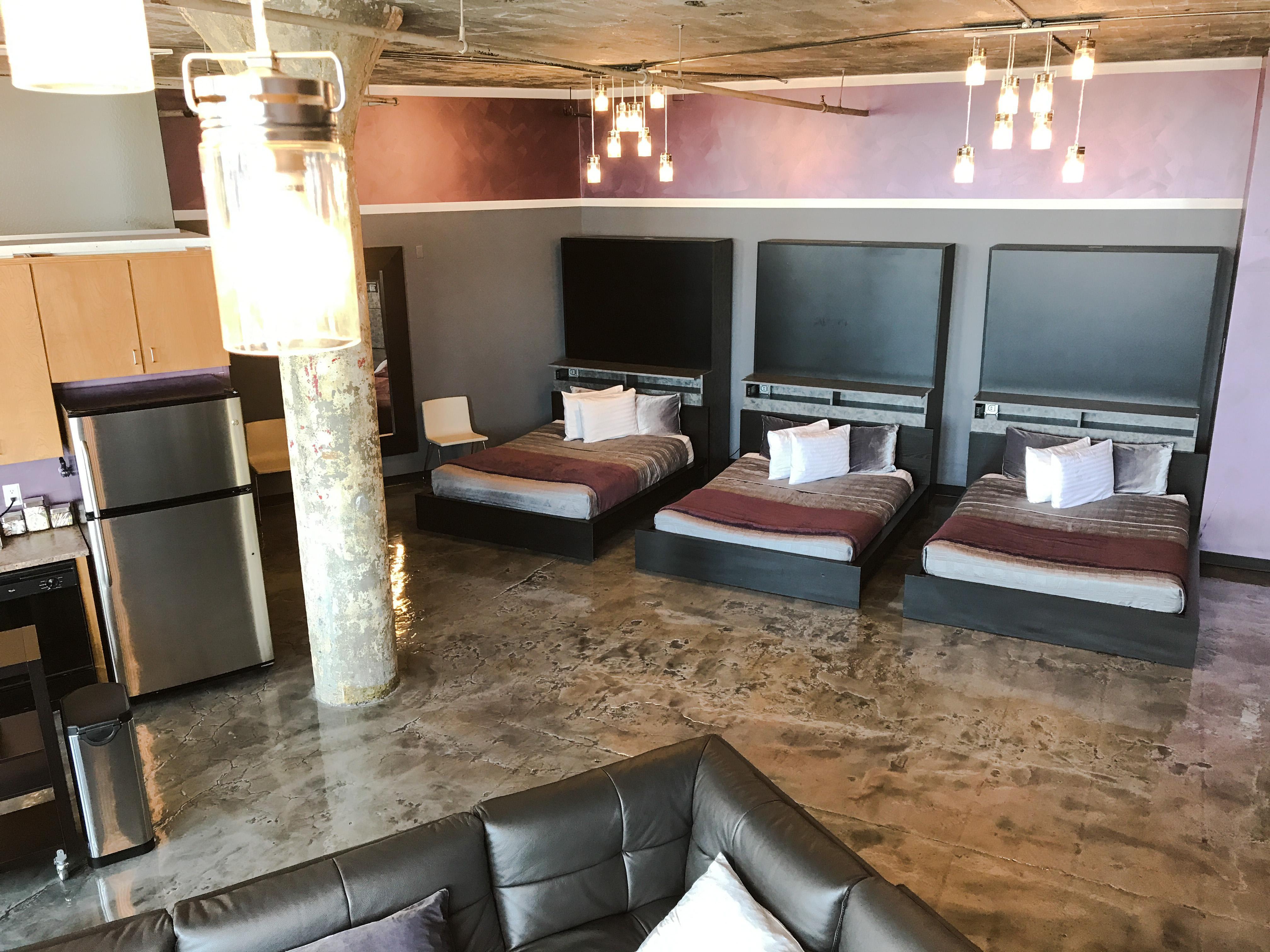 Loft Reverie Hotel 704 - Beds + Queen Sized Zbeds + Electronic Murphy Beds + Memory Foam Matress