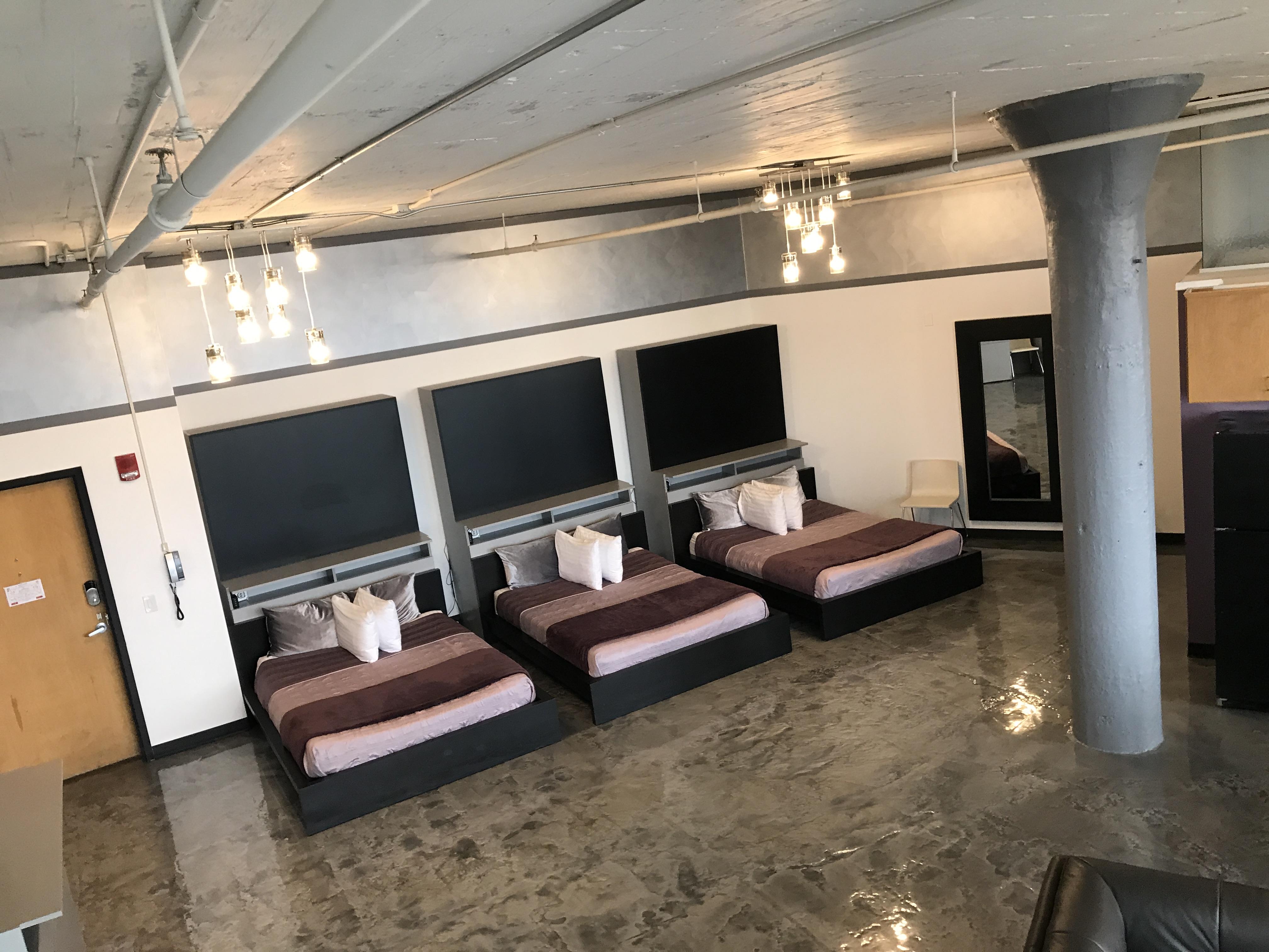 Loft Reverie Hotel 701 - Beds