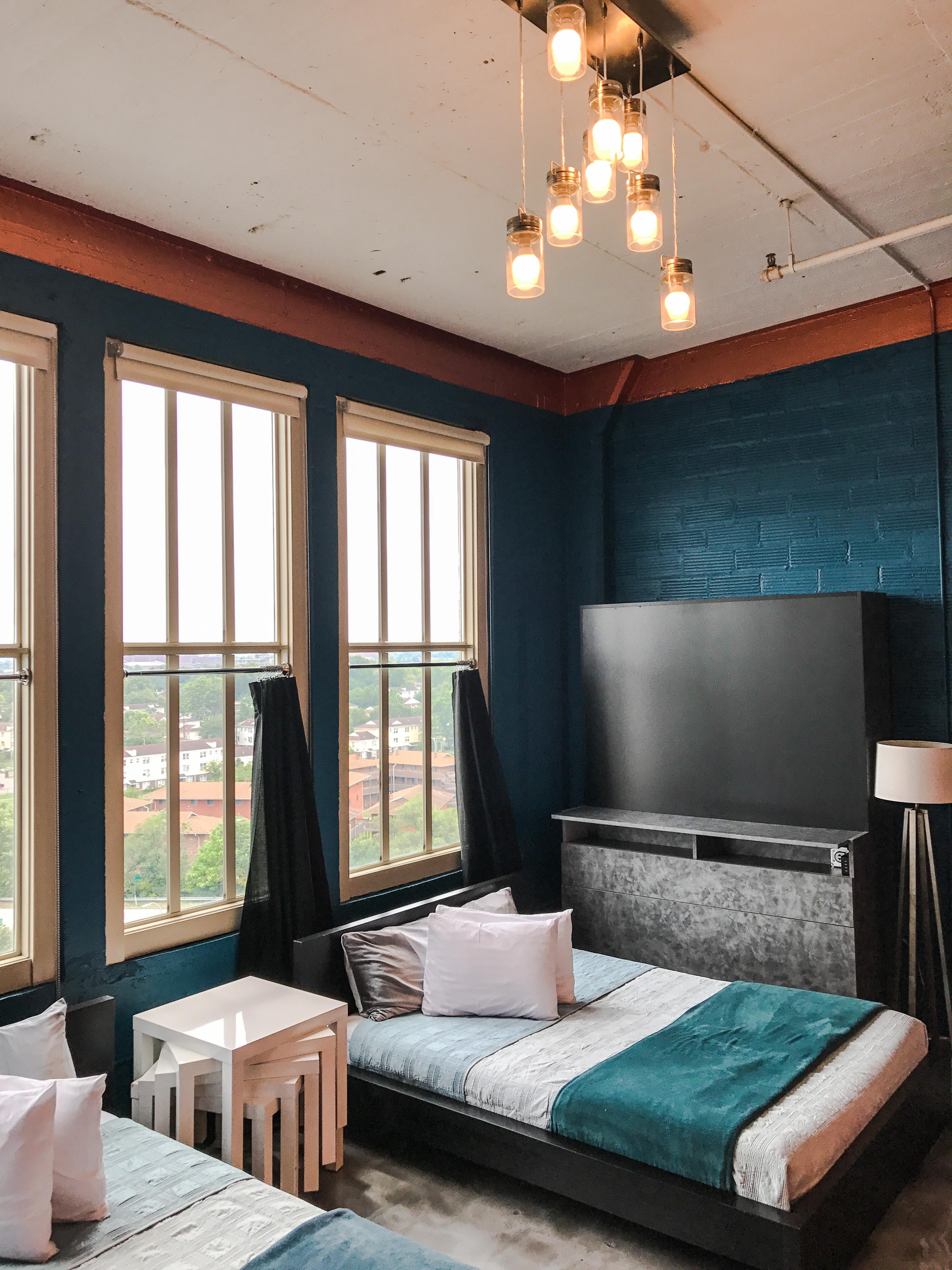 Loft Reverie Hotel 806 - Green + City + Views + Natural Lighting + Queen Memory Foam Beds