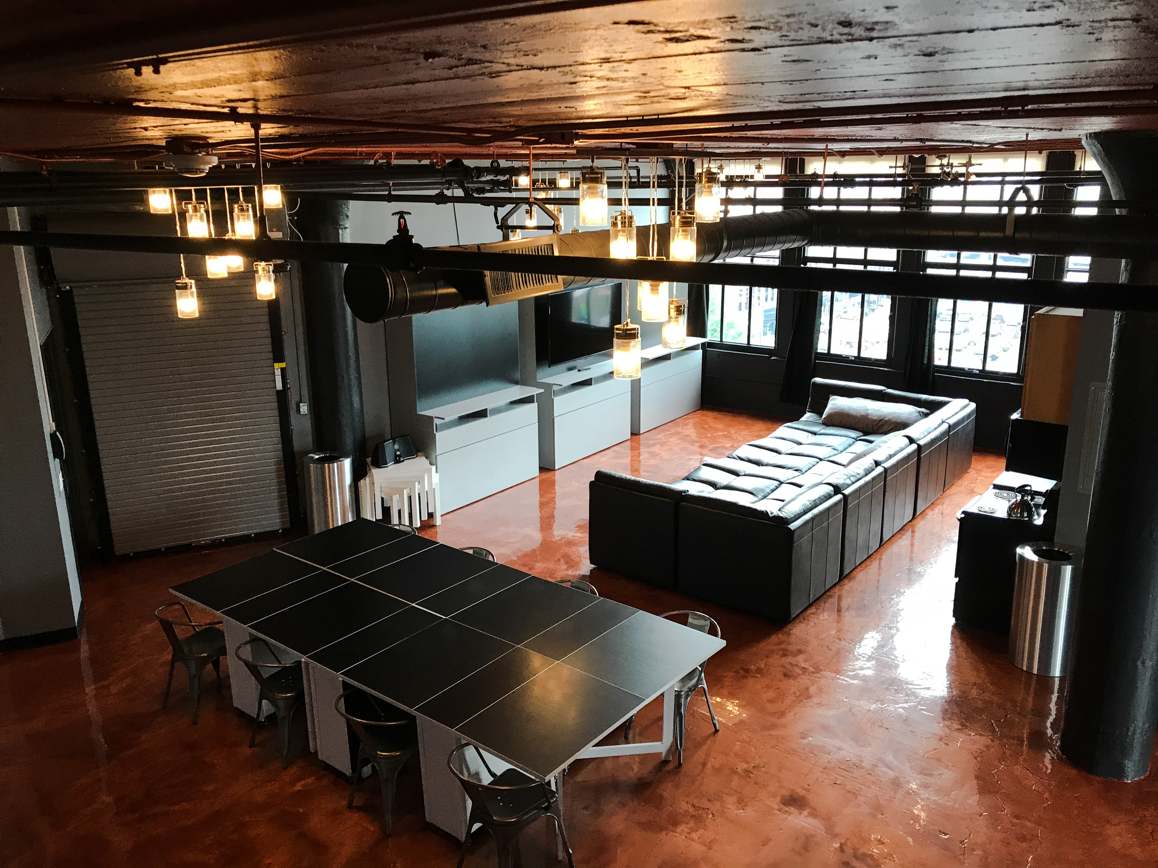Loft Reverie Hotel 714 - Birdseye Dining + Living