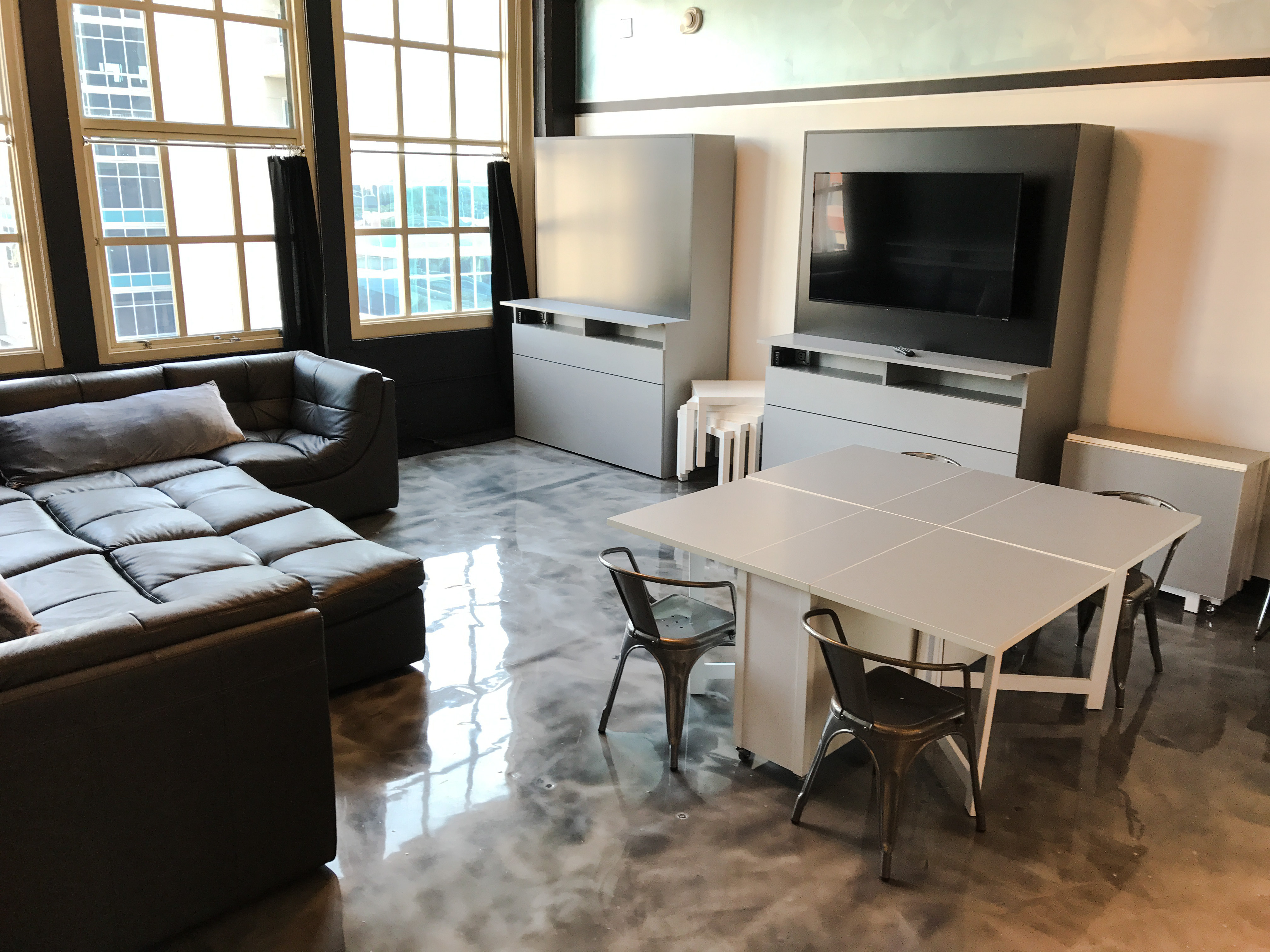 Loft Reverie Hotel - Loft 711 - Living + Dining + TV