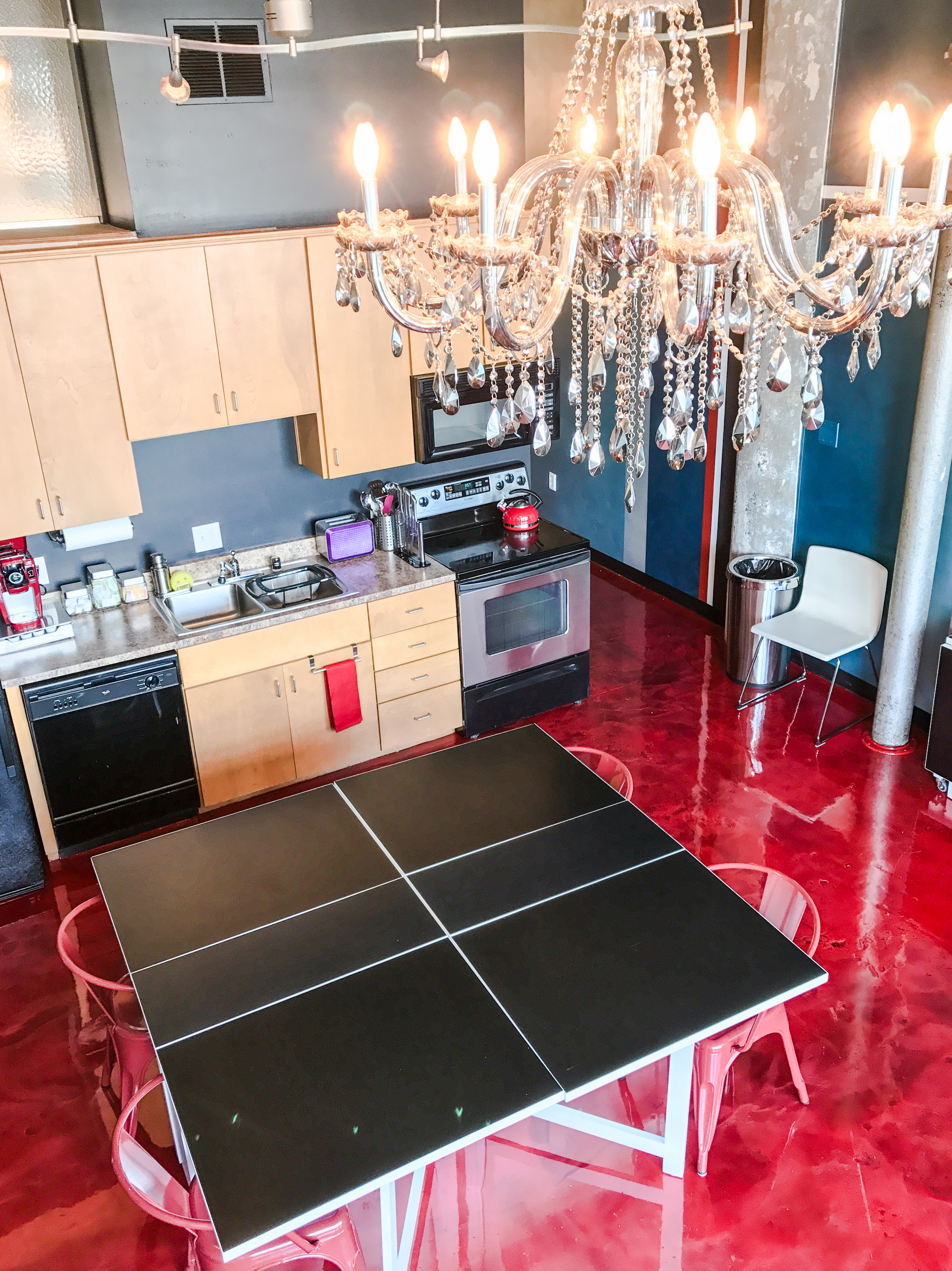 Loft Reverie Hotel 809 - Kitchen + Dining + Hosting + Events