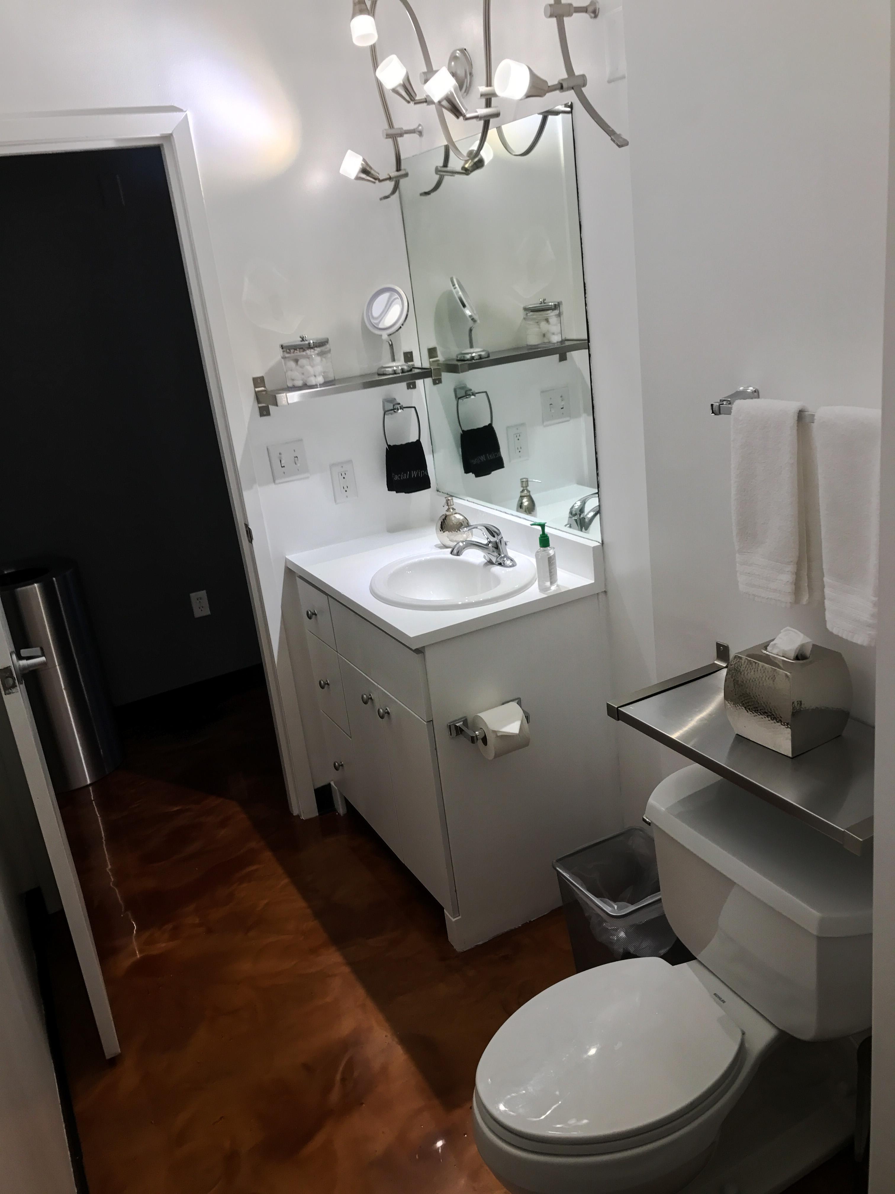 Loft Reverie Hotel 714 - Bathroom
