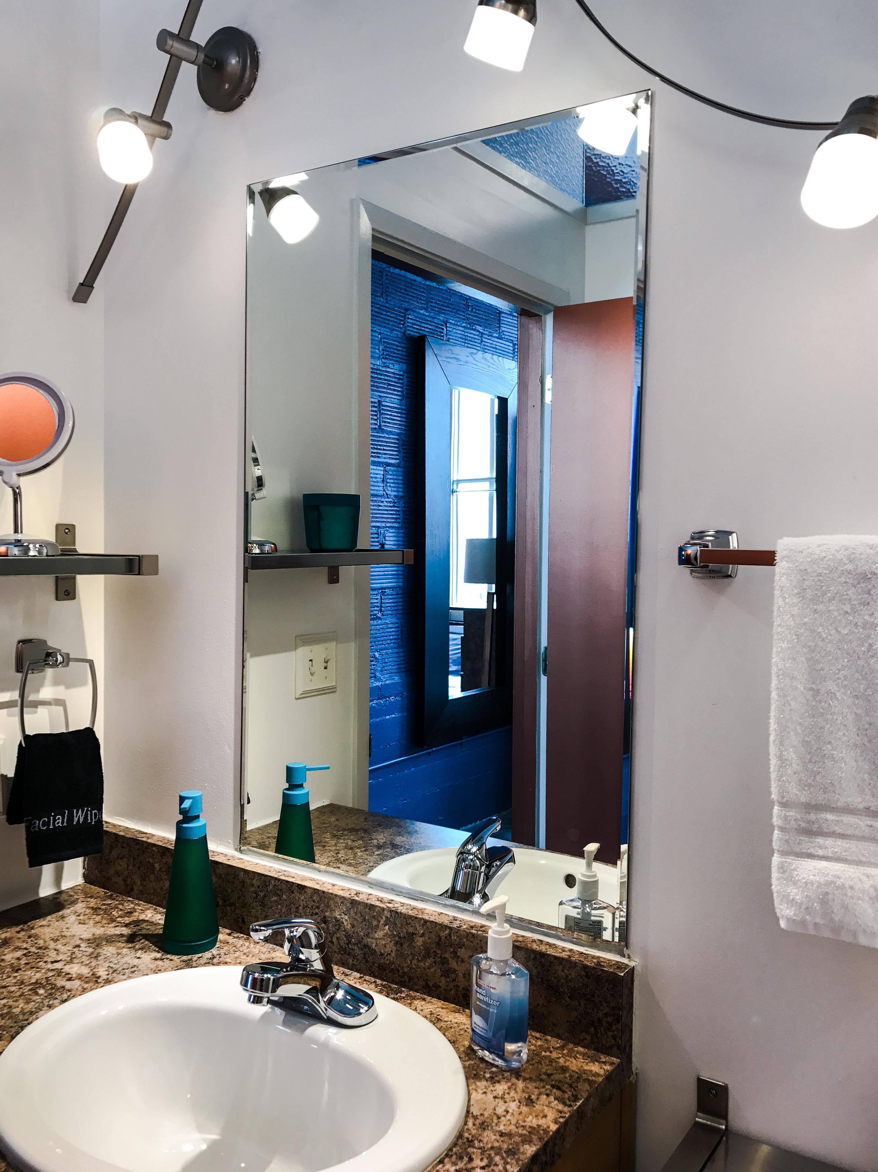 Loft Reverie Hotel 806 - Bathroom + Amenities + Facial Towel + Vanity Mirror + Towels + Soap + Cotto
