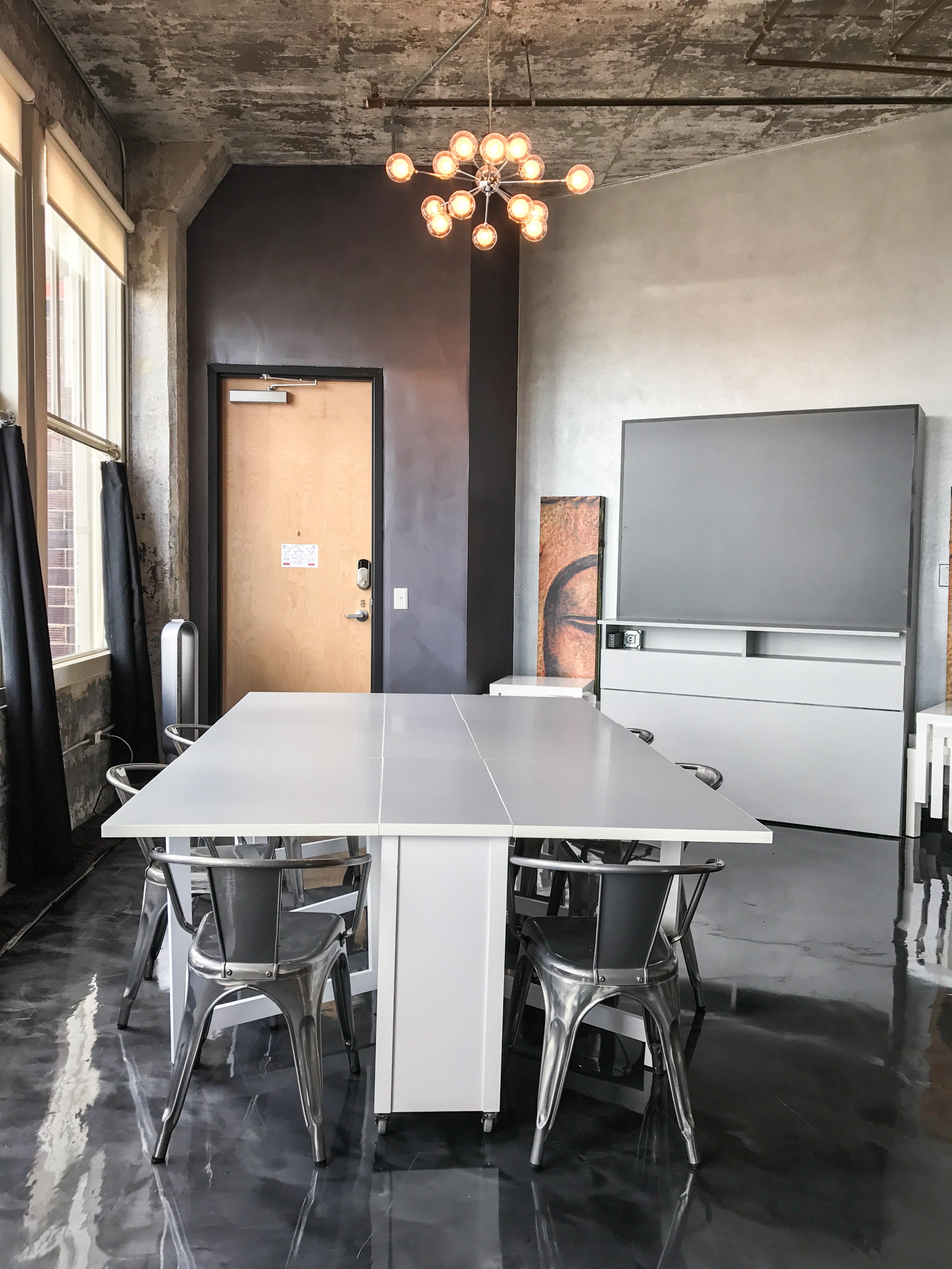 Loft Reverie Hotel 804 - Dining + Zbeds