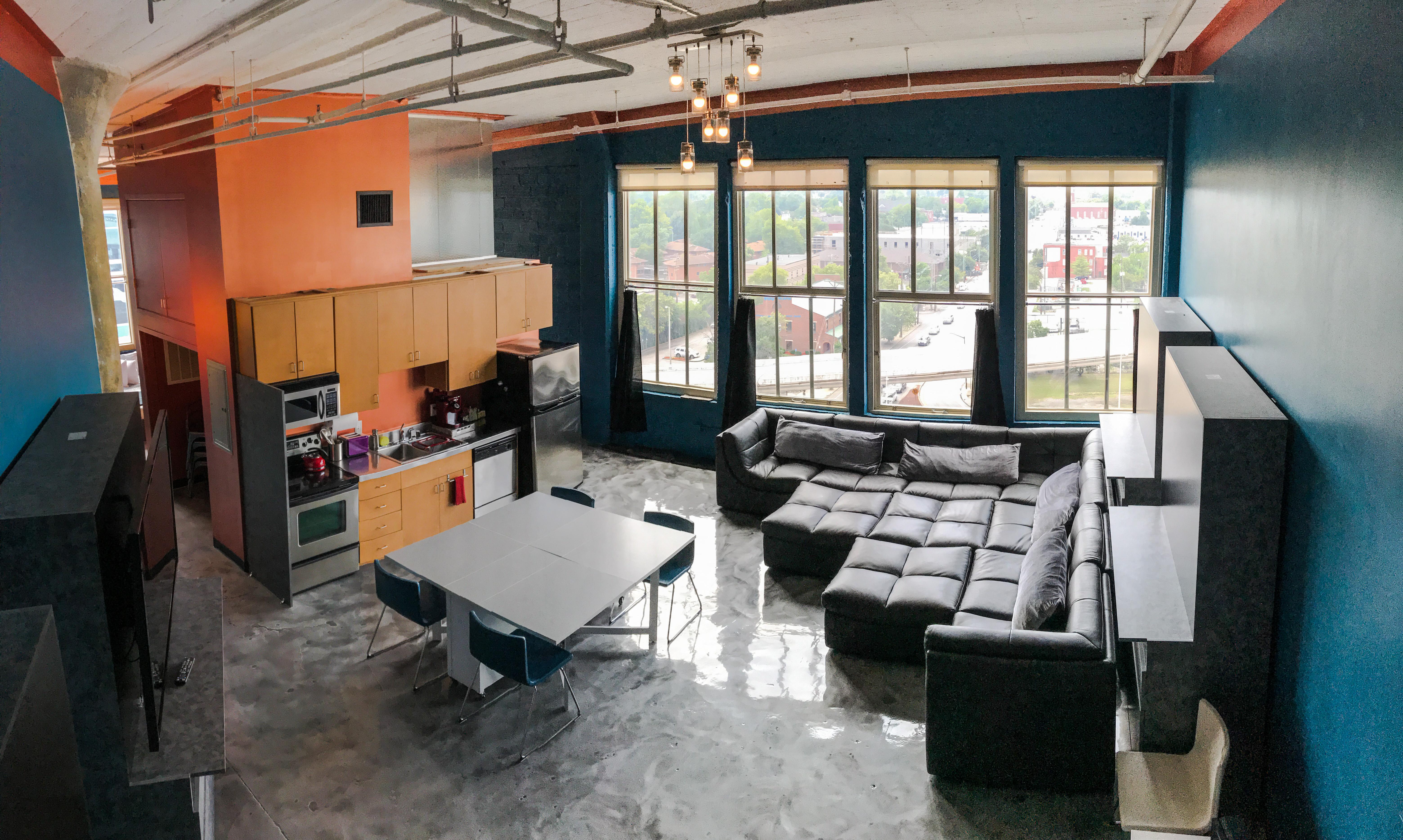 Loft Reverie Hotel 806 - A Birdseye View + Convenient Kitchen + Cloud Soft Sofa + City Views + HDTV
