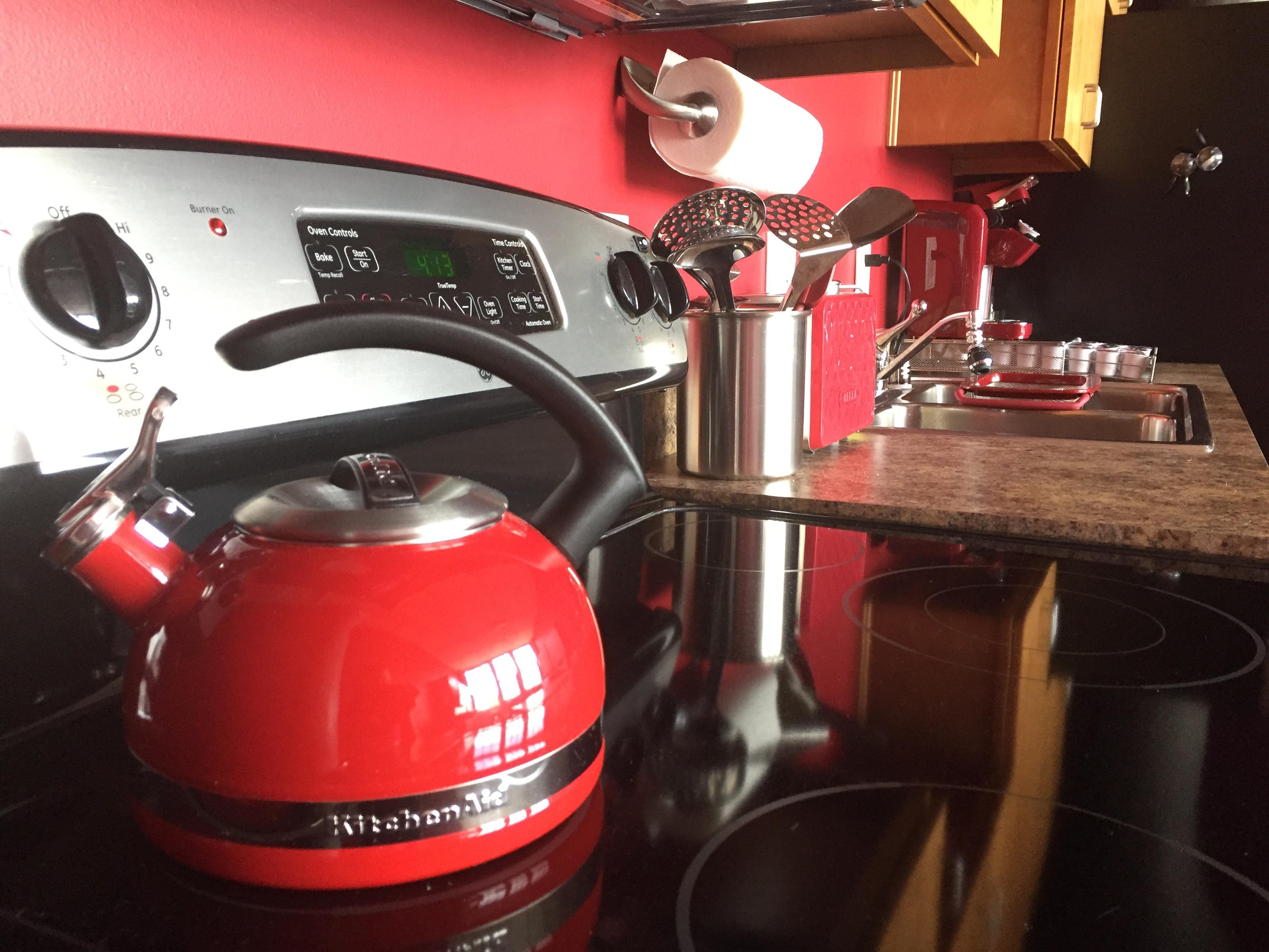 Full Stove and Tea Kettle - Loft Reverie Amenities