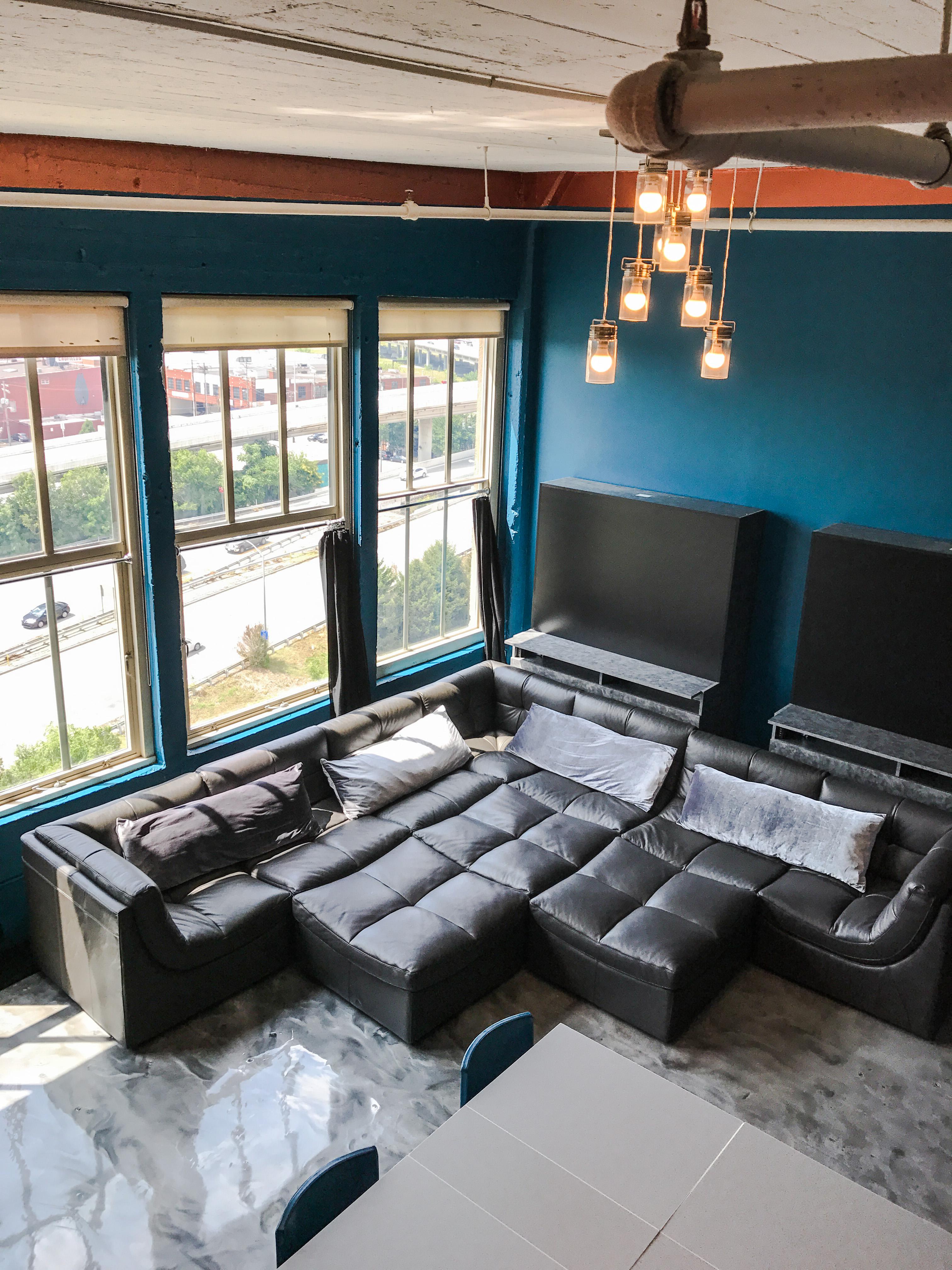 Loft Reverie Hotel 806 - As comfy as home +  Cloud Sofa + Dining + Birdseye + City and Floyds Knob H