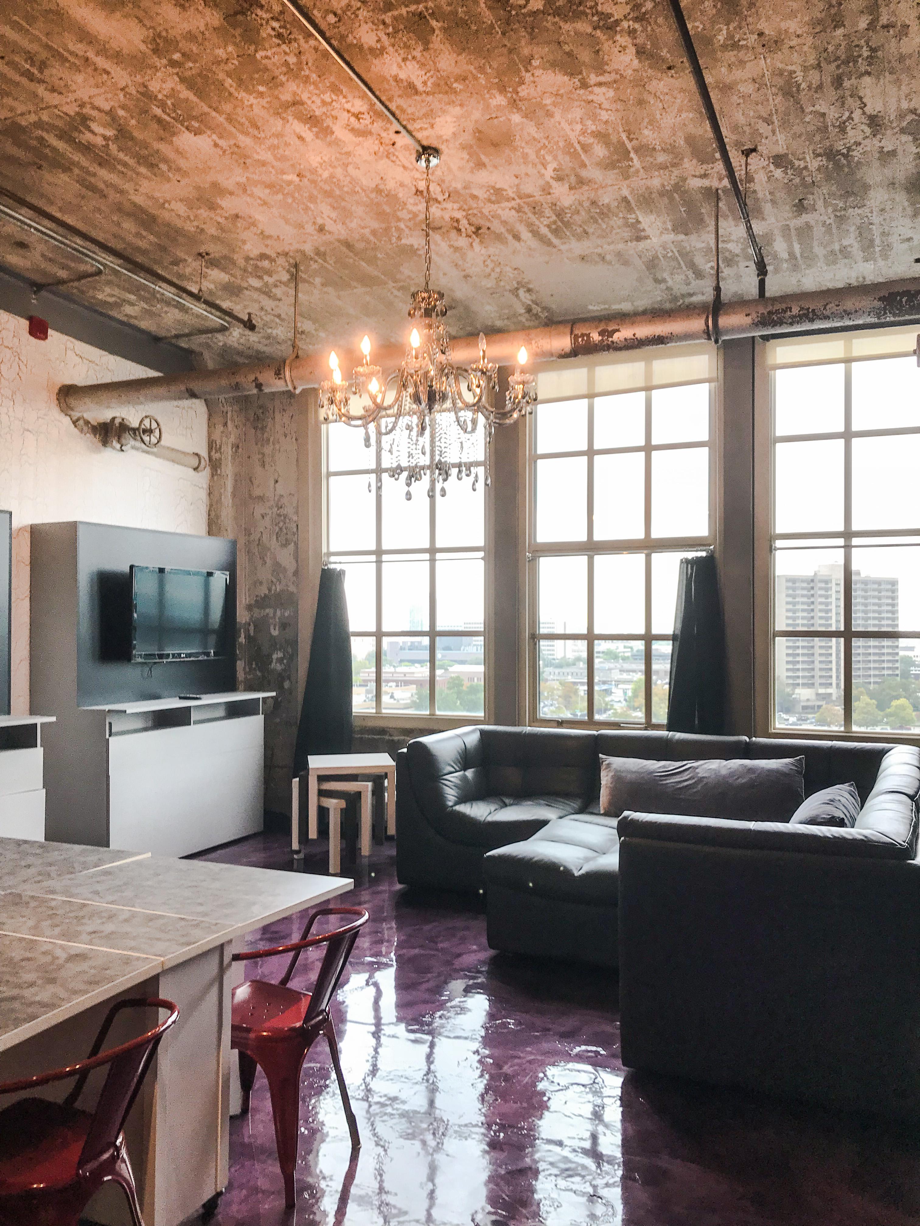 Loft Reverie 811 - HDTV + Cloud Sofa + Lounge Pit + Dining + Views + Chandelier