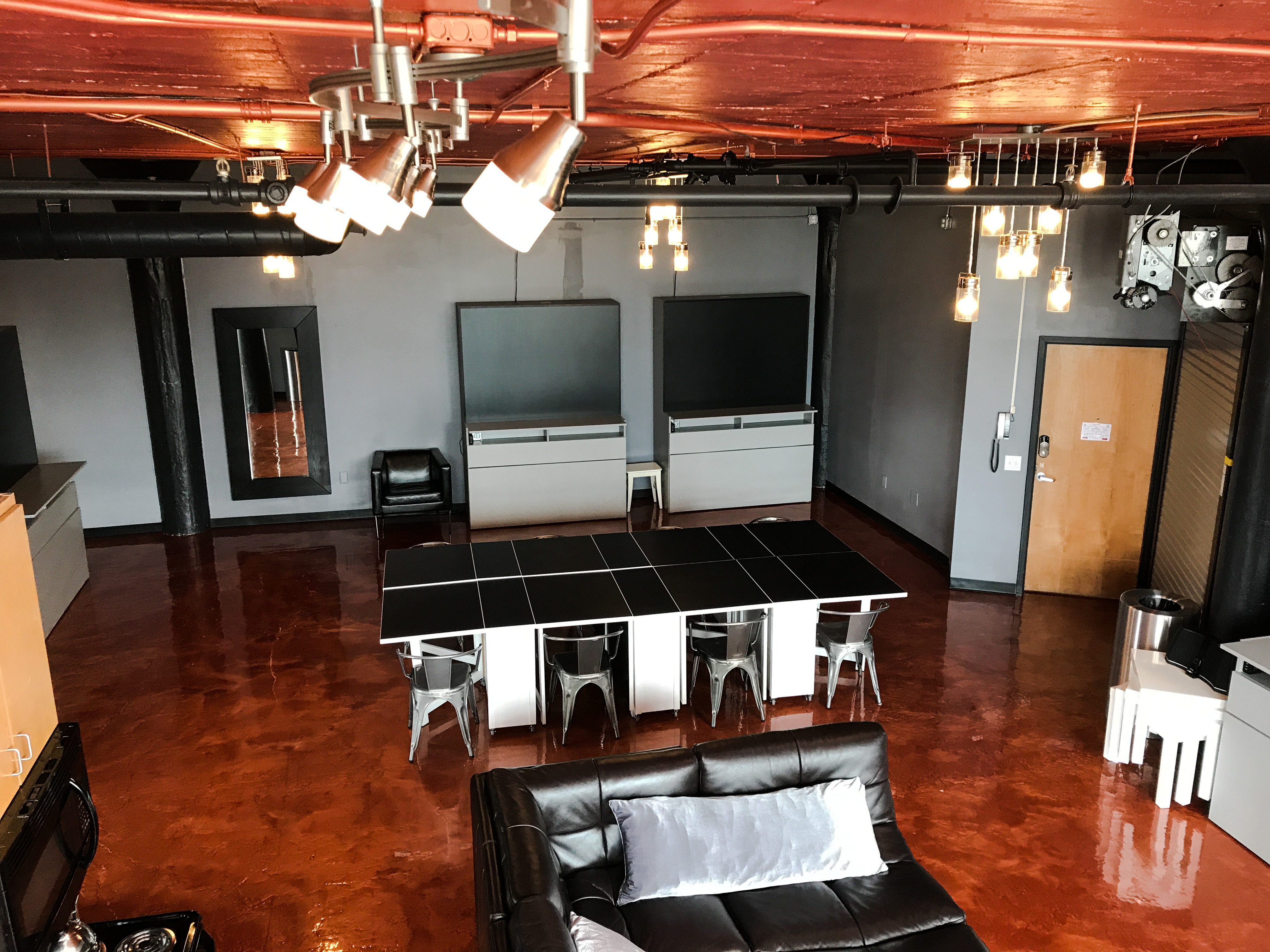 Loft Reverie Hotel 714 - Birdseye Dining + Zbeds + Cloud Sofa