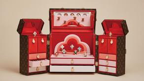 旅行箱大佬路易威登的吉祥物Vivienne|變身11款悠遊世界限量吊墜