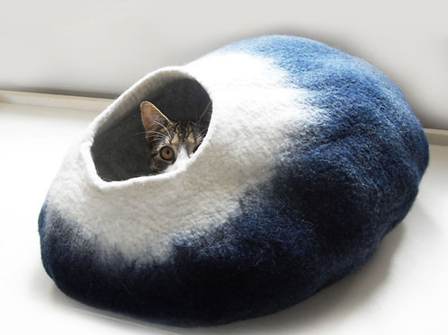 Mid night moon cat bed in dark Blue and natural White