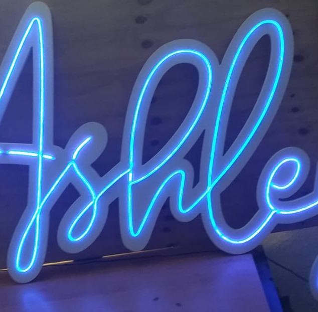 """Letrero con Luz Neón """" Ashley """""""