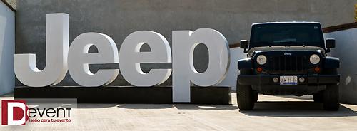 Logotipo Jeep Gigante D-Event D Event DEvent Letras Gigantes 3D