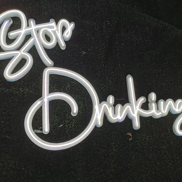 """Letrero con Luz Neón """" Stop Drinking """""""