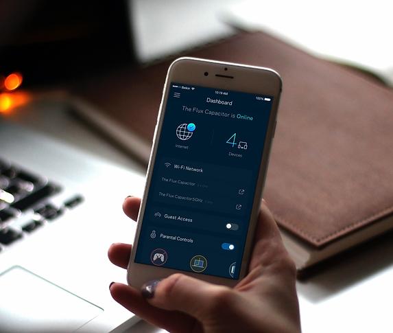 Phone-App-Mockup-600x583_2x-2.png