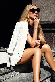 portrait-sexy-fashion-modern-businesswom
