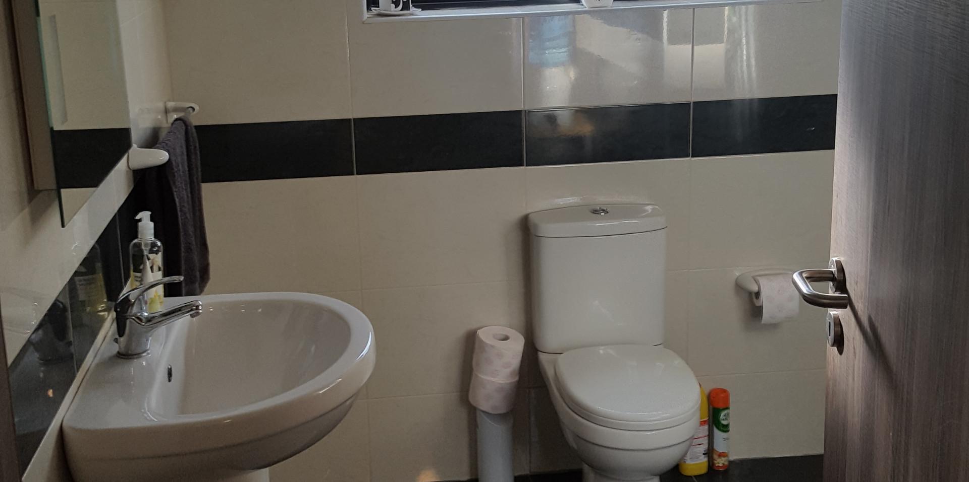 35 - Upstairs Bathroom 1.jpg