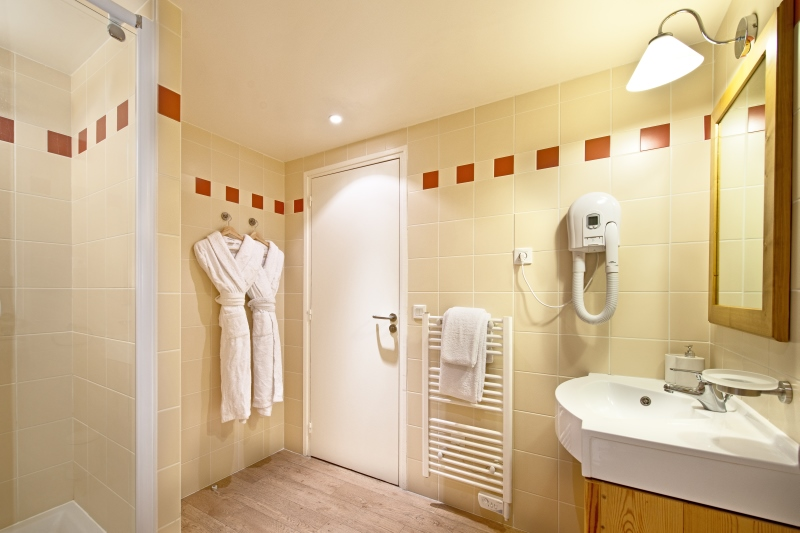 downstairs_bathroom (800x533).jpg