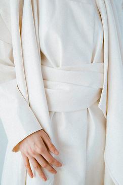 white-dress-1394892.jpg