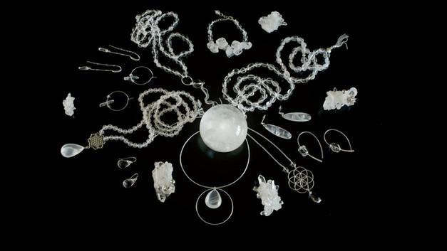 Bijoux en pierres naturelles et argent. Atelier Sôma. Outils de lithothérapie, bijoux made in france fabriqués à la main.