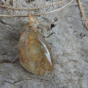 Collier pierre naturelle et plaqué or. Atelier Sôma. Outils de lithothérapie, bijoux made in france fabriqués à la main.