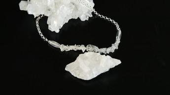 Collier pierres naturelles et argent. Atelier Sôma. Outils de lithothérapie, bijoux made in france fabriqués à la main.