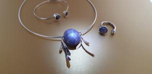 Parure, collier, bracelet et bague en pierres naturelles et argent. Atelier Sôma. Outils de lithothérapie, bijoux made in france fabriqués à la main.