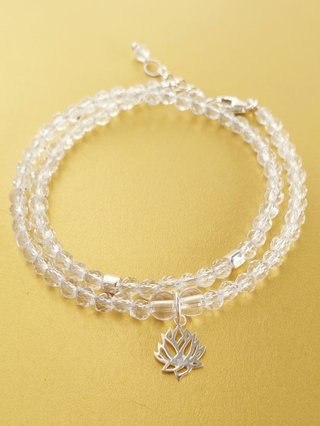 Bracelet cristal de roche et argent. Atelier Sôma. Outils de lithothérapie, bijoux made in france fabriqués à la main.