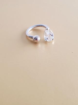 Bague cristal de roche et argent. Atelier Sôma. Outils de lithothérapie, bijoux made in france fabriqués à la main.