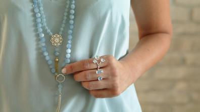 Mala aigue marine et argent. Atelier Sôma. Outils de lithothérapie, bijoux made in france fabriqués à la main.