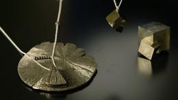 Collier pyrite et argent. Atelier Sôma. Outils de lithothérapie, bijoux made in france fabriqués à la main.