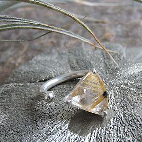 Bague pierre naturelle et argent. Atelier Sôma. Outils de lithothérapie, bijoux made in france fabriqués à la main.