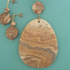 Collier et boucles d'oreilles en pierre naturelle et plaqué or. Atelier Sôma. Outils de lithothérapie, bijoux made in france fabriqués à la main.