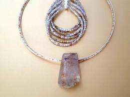 Parure quartz rutile et argent. Atelier Sôma. Outils de lithothérapie, bijoux made in france fabriqués à la main.
