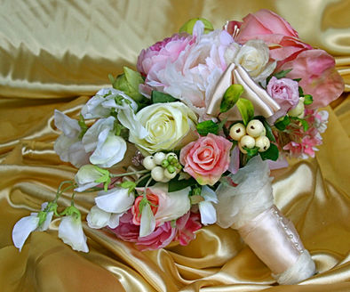 Old Country Roses &Country Mix withPearls &Ribbon Decoration