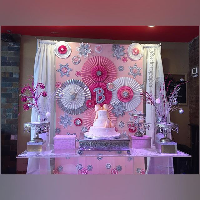 Winter princess for an amazing baby shower #floralbackdrop #paperflowers #adoropaper #adoropaperflow