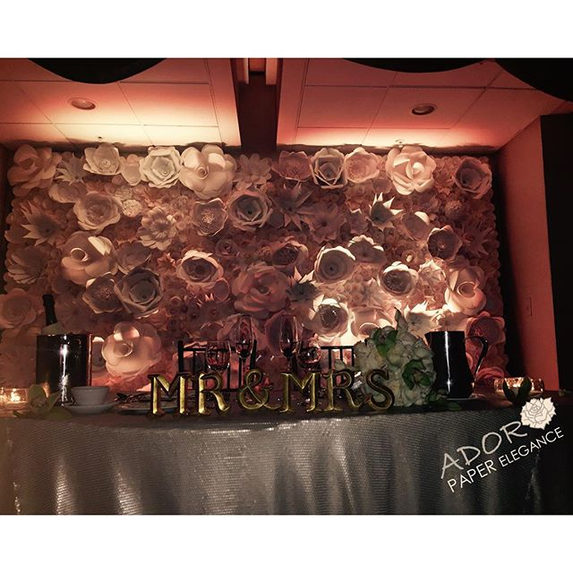 Behind the head table _cascadeweddings #floralbackdrop #paperflowers #adoropaper #adoropaperflowers