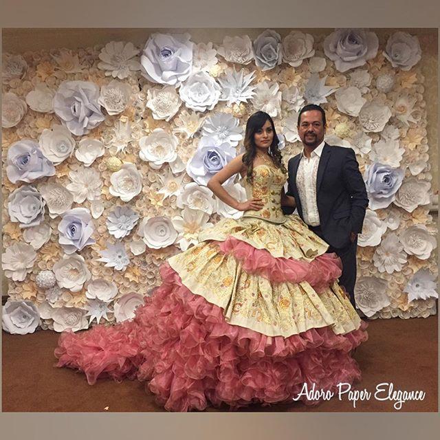 El diseñador _adanterriquez con uno de sus hermosos vestidos de Quinceañera de su linea #adanterriqu