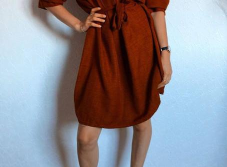 La jolie robe de couleur Rouille